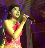 青年女歌手 :李雪莉